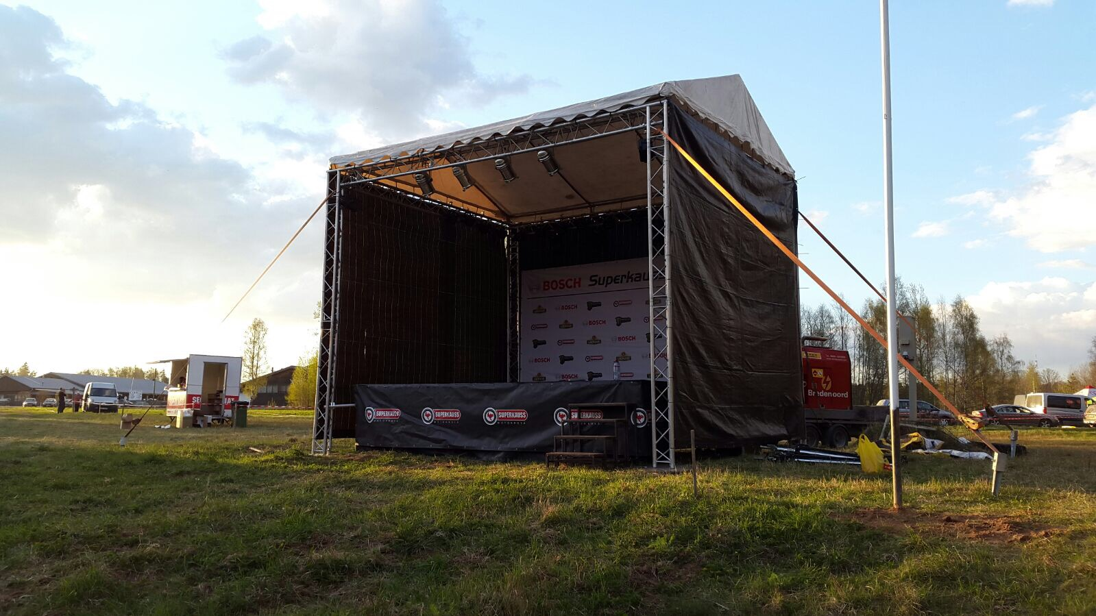 Small 24 m2 stage rental with service (example)